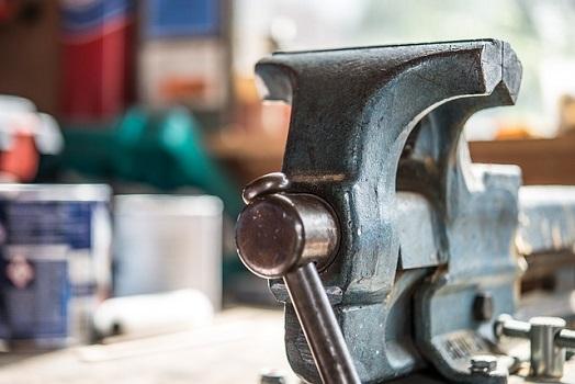 obrabianie wydruków 3d ręczna obróbka mechaniczna